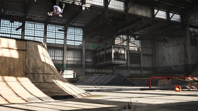 Un personaje patinando en el nivel Warehouse de Tony Hawk's Pro Skater